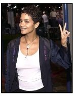 Halle Berry at the Bandits premiere