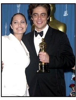 Angelina Jolie and Benicio Del Toro backstage at the 2001 Academy Awards