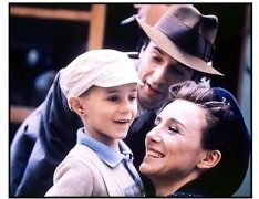 Life is Beautiful movie still: Giorgio Cantarini, Nicoletta Braschi and Roberto Benigni