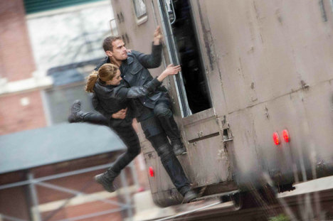 Divergent, Shailene Woodley and Theo James